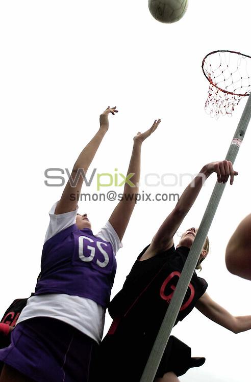 Pix: Simon Wilkinson/SWpix.com. Netball. Senior Open Inter Counties Tournament 2004. Acklam Sports Centre 18/04/04...COPYRIGHT PICTURE>>SIMON WILKINSON>>01943 608782>>..Final, Essex Met and Bedfordshire. generic