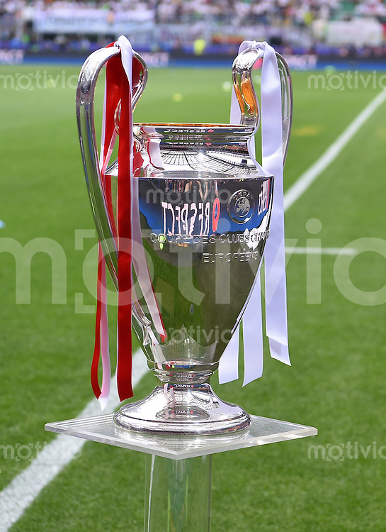 FUSSBALL  CHAMPIONS LEAGUE  FINALE  SAISON 2015/2016   Real Madrid - Atletico Madrid                   28.05.2016 Der Champions League Pokal steht im Giuseppe-Meazza-Stadion in Mailand