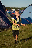 Ossian running around the tents in Spring town. Photo: Magnus Fröderberg/Scouterna