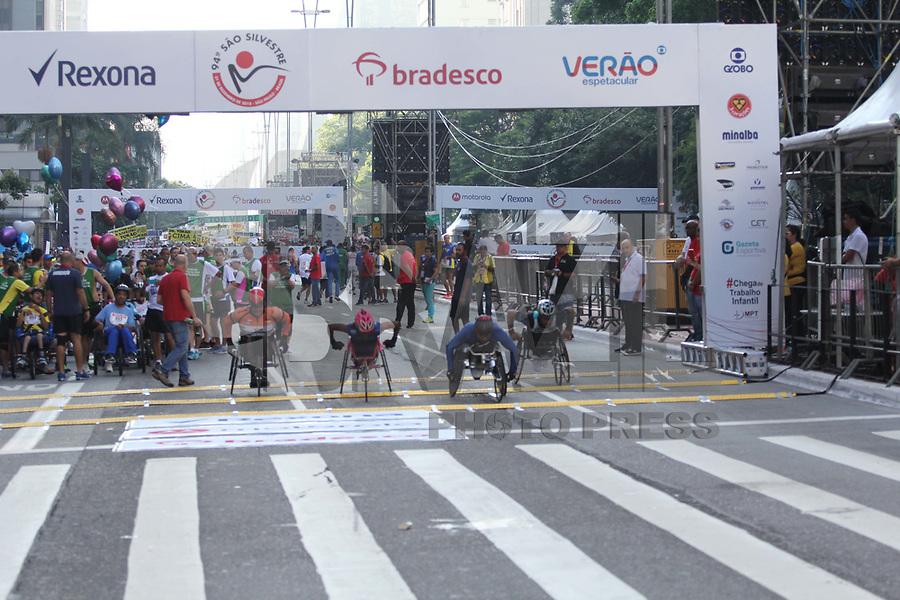 SÃO PAULO,  SP, 31.12.2018 - SÃO-SILVESTRE - Maratonistas cadeirantes durante a Corrida Internacional de São Silvestre na Avenida Paulista em São Paulo nesta segunda-feira, 31. (Foto: Nelson Gariba/Brazil Photo Press)