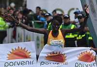 BOGOTA - COLOMBIA - 31-07-2016: Purity Rionoripio de Kenia en damas, se impuso en la media maraton de Bogota con un tiempo de 1h 11m 56s donde participaron mas de 40.000 atletas. / Purity Rionoripio of Kenya in ladies, won the Bogota Half Marathon with a time of 1h 11m 56s, with the participation of over 40,000 athletes. Photo: VizzorImage/ Gabriel Aponte / Staff