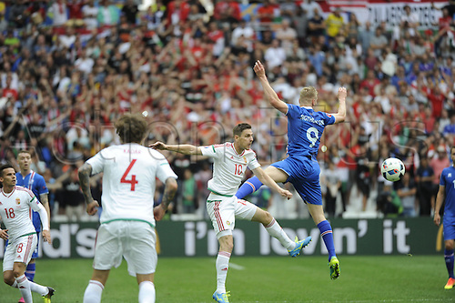 18.06.2016, Stade Velodrome, Marseille, FRA, UEFA European football Championships Group F. Iceland versus Hungary.  Gera (hun) loses out to the header from Sigthorsson (ice)