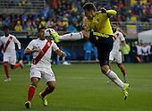 Santiago Arias controla el balon frente a Joel Sanchez durante el partido de f&uacute;tbol por la Copa America entre Colombia y Peru en Temuco, Chile, el 21 de junio 2015.<br /> <br /> Foto: Archivolatino/Roberto Candia<br /> <br /> COPYRIGHT: Archivolatino<br /> No esta permitido su uso sin autorizaci&oacute;n.