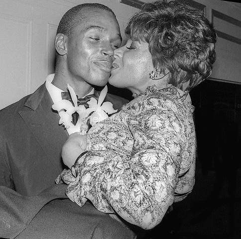 Shirley Bassey and Sterling St. Jacques 1978<br /> Photo By Adam Scull/PHOTOlink/MediaPunch