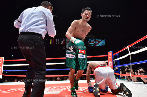 (L-R) Kohei Kono (JPN), Inthanon Sithchamuang (THA),<br /> APRIL 27, 2016 - Boxing :<br /> Kohei Kono of Japan knocks down Inthanon Sithchamuang of Thailand in the seventh round during the WBA super flyweight title bout at Ota-City General Gymnasium in Tokyo, Japan. (Photo by Hiroaki Yamaguchi/AFLO)