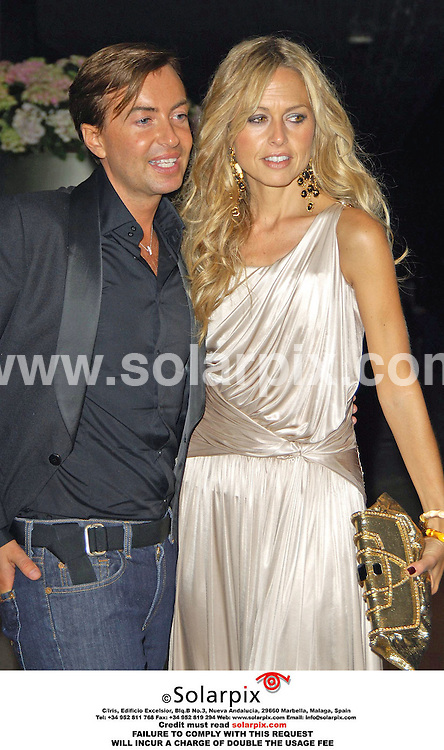 ALL-ROUND PICTURES BY SOLARPIX.COM - 26.08.06.**MUST CREDIT SOLARPIX.COM OR DOUBLE USAGE FEE CHARGED**.Julian Macdonald and  Rachel Zoe.Ariving at the pre fashion show party for Julian Macdonald tonight at the Sanderson Hotel London..monday 18 sept 2006.REF: 2807 PRS