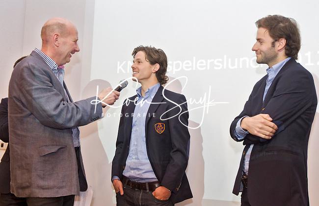AMSTERDAM - Spelerslunch Nederlands mannen en vrouwenteam in het Olympisch Stadion.  Wouter Jolie wordt geintervieuwd door John van Vliet. rechts Rogier Hofman. Foto Koen Suyk