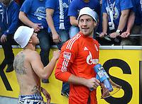 Fussball 1. Bundesliga :  Saison   2012/2013   8. Spieltag  20.10.2012 Borussia Dortmund - FC Schalke 04 Jubel nach dem Sieg Torwart Lars Unnerstall (FC Schalke 04) mit dem Megafon in der Fankurve
