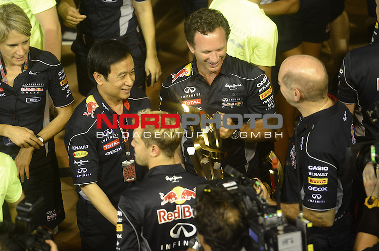 19.-22.09.2013, Marina-Bay-Street-Circuit, Singapur, SIN, F1, Grosser Preis von Singapur, Singapur, Sebastian Vettel (GER), Red Bull Racing - Christian Horner (GBR), Red Bull Racing, Sporting Director - Adrian Newey (GBR), Red Bull Racing (ex. McLaren), Technical Operations Director - Chaleo Yoovidhya Red Bull part owner<br />  Foto &copy; nph / Mathis