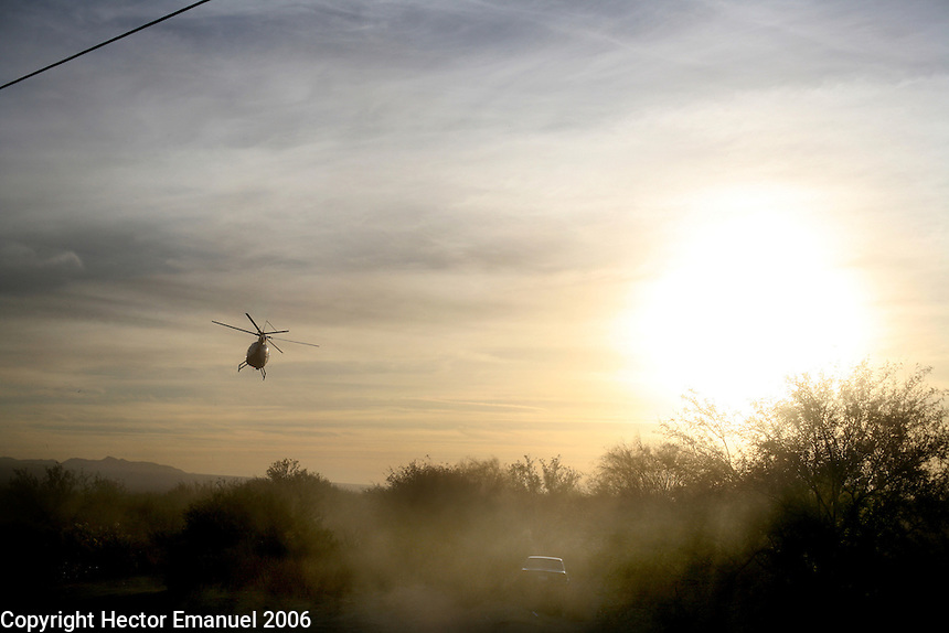 Border patrol agents chase drug traffickers .Tucson, AZ.12/8/05.photos: Hector Emanuel