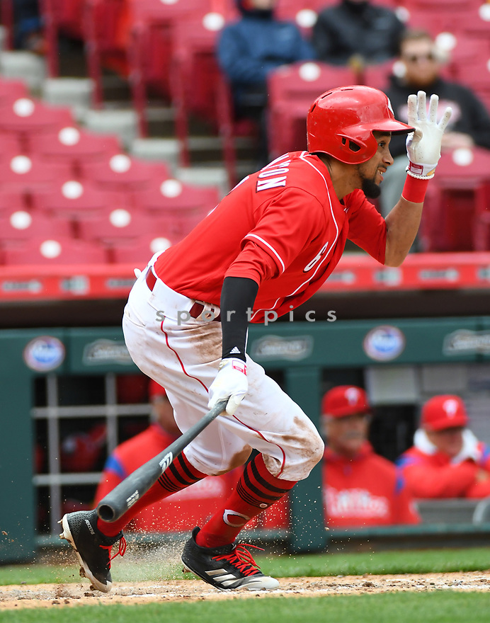 Cincinnati Reds Scooter Gennett (4) during a game against the Philadelphia Phillies on April 6, 2017 at Great American Ballpark in Cincinnati, OH. The The Reds beat the Phillies 4-7.