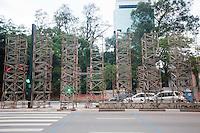 SAO PAULO, SP, 21.11.2014 - Começaram as preparações para decoração de natal da avenida Paulista,  nessa sexta 21 ( Gabriel Soares/ Brazil Photo Press)