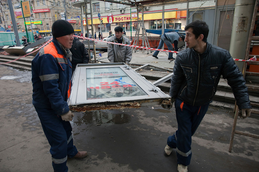 Moscow, Russia, 14/11/2010..City workers dismantle kiosks near a metro station after new Mayor Sergei Sobyanin ordered the removal of hundreds of the structures, mainly in the city centre. The kiosks, which are ubiquitous throughout the Russian capital, appeared after the fall of the Soviet Union in response to consumer demand and sell a wide range of goods, but most specialise in foodstuffs, alcohol and tobacco.