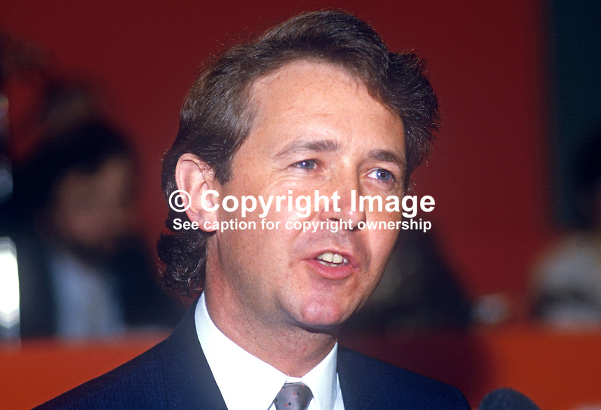 David Alton, MP, Liverpool Mossley Hill, Liberal Party, UK, platform, annual conference, 19860915DA1<br />