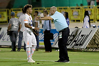 NEIVA - COLOMBIA, 13-09-2015: Eduardo Lara técnico de Envigado F.C. da instrucciones a Duvan Vergara durante partido contra Atlético Huila por la fecha 17 de la Liga Águila II 2018 jugado en el estadio Guillermo Plazas Alcid de la ciudad de Neiva. / Eduardo Lara coach of Envigado F.C. gives directions toDuvan Vergara during match against Atletico Huila for the date 17 of the Aguila League II 2018 played at Guillermo Plazas Alcid in Neiva city. VizzorImage / Sergio Reyes / Cont