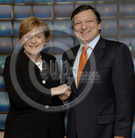 Brussels-Belgium - 23 November 2005---Jose (José) Manuel BARROSO (ri), President of the European Commission, receives Angela MERKEL (le), German Federal Chancellor, at the Headquarters of the EC---Photo: Horst Wagner/eup-images