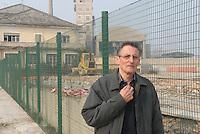 - Henri Desgrange, worker of Eternit France,  poisoned by asbestos, on the former factory site now dimantled in Casale Monferrato<br /> <br /> - Henri Desgrange, lavoratore dellla Eternit Francia, intossicato dall'amianto, sul luogo dove sorgeva lo stabilimento di Casale Monferrato, oggi smantellato
