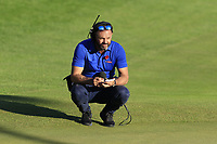 Sky Sports Andrew Cotter at the 18th green during Thursday's Round 1 of the 2018 Turkish Airlines Open hosted by Regnum Carya Golf &amp; Spa Resort, Antalya, Turkey. 1st November 2018.<br /> Picture: Eoin Clarke | Golffile<br /> <br /> <br /> All photos usage must carry mandatory copyright credit (&copy; Golffile | Eoin Clarke)