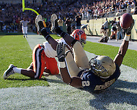 Pittsburgh tight end Dorin Dickerson scores on a 14-yard touchdown catch. The Pittsburgh Panthers defeated the Syracuse Orange 37-10 at Heinz Field, Pittsburgh Pennsylvania on November 7, 2009..