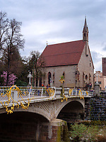 Postbr&uuml;cke und Heilig Geist Kirche in Meran-Merano, Bozen &ndash; S&uuml;dtirol, Italien<br /> Post bridge and Holy Spirit church, Meran-Merano, province Bozen-South Tyrol, Italy