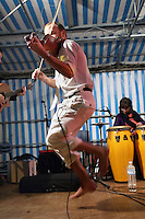 Stephan ROPARS - des Breizh Browsers - joue et danse un fisel