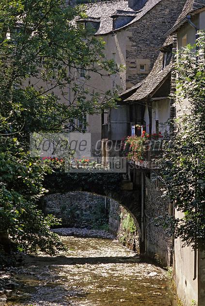 Europe/France/Auvergne/12/Aveyron/Estaing: Petit pont et vieilles maisons