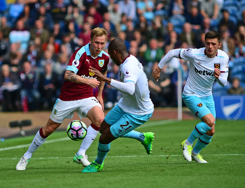 Burnley's Scott Arfield vies for possession with West Ham United's Angelo Ogbonna Obinze<br /> <br /> Photographer Andrew Vaughan/CameraSport<br /> <br /> The Premier League - Burnley v West Ham United - Sunday 21st May 2017 - Turf Moor - Burnley<br /> <br /> World Copyright &copy; 2017 CameraSport. All rights reserved. 43 Linden Ave. Countesthorpe. Leicester. England. LE8 5PG - Tel: +44 (0) 116 277 4147 - admin@camerasport.com - www.camerasport.com