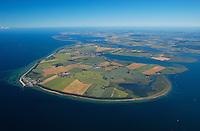 Insel Poel :EUROPA, DEUTSCHLAND, MECKLENBURG- VORPOMMERN 29.06.2005 Insel Poel ist mit 36 km² Fläche die fünftgrößte deutsche Insel, sie liegt in der südlichen Mecklenburger Bucht der Ostsee und begrenzt den Norden der Wismarer Bucht. Sie ist gleichzeitig die amtsfreie Gemeinde Insel Poel im Landkreis Nordwestmecklenburg in Mecklenburg-Vorpommern. Hauptort der Gemeinde ist Kirchdorf am Ende der tief von Süden einschneidenden Bucht Kirchsee. Neben der Wismarer Bucht im Süden wird die Insel im Osten von der Zaufe und dem Breitling sowie im Nordosten durch die Kielung vom Festland getrennt. Der Insel Poel ist im Nordosten die kleine Insel Langenwerder unmittelbar vorgelagert. Poel ist über einem befahrbaren Damm mit dem Festland (Gemeinde Blowatz, Ortsteil Strömkendorf) verbunden. Blickrichtung von Suedwest nach Nordost. Ostsee, Meer, Wasser.Luftaufnahme, Luftbild,  Luftansicht.