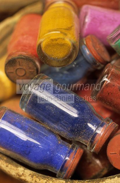 Afrique/Maghreb/Maroc/Essaouira : Chez Saddiki au marché aux épices dans le souk - Détail pigments