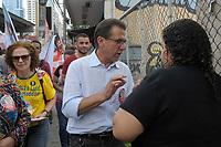 SÃO PAULO,SP,01.10.2018 - ELEIÇÕES-SP - Luiz Marinho, candidato ao governo pelo PT, durante caminhada na região norte de São Paulo nesta segunda-feira, 01. (Fotos: Dorival Rosa/Brazil Photo Press)
