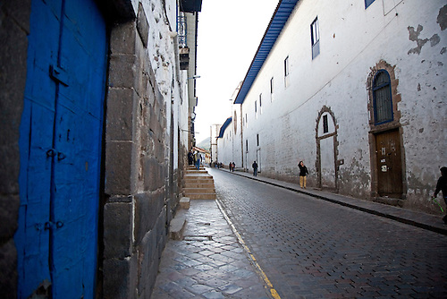 ALLEY IN THE PERUVIAN CITY OF CUZCO