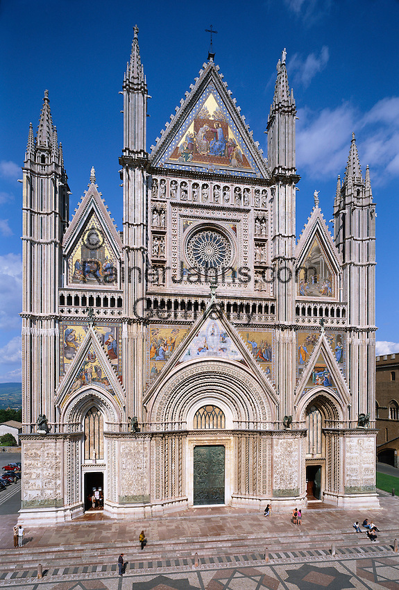 Italy, Umbria, Orvieto: facade of cathedral Santa Maria (built 13th/14th century) | Italien, Umbrien, Orvieto: Dom Santa Maria (erbaut 13./14. Jh.)