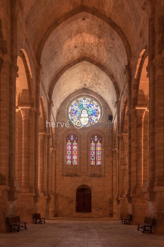 France, Aude (11), Narbonne, Abbaye Sainte-Marie de Fontfroide, l'église, vitraux du transept // France, Aude, Narbonne, Fontfroide Abbey, church, stained glass windows of the transept