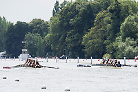 """Henley on Thames, United Kingdom, 4th July 2018, Wednesday, View, Heat of the """"Temple Challenge Cup. left ,"""" Temple, University, USA.,  and Yale University., USA"""",  first day of the annual,  """"Henley Royal Regatta"""", Henley Reach, River Thames, Thames Valley, England,© Peter SPURRIER/Alamy Live News,  first day of the annual,  """"Henley Royal Regatta"""", Henley Reach, River Thames, Thames Valley, England,© Peter SPURRIER/Alamy Live News,"""