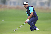 Gonzalo Fernandez-Castano (ESP) chips onto the 1st green during Thursday's Round 1 of the 2014 BMW Masters held at Lake Malaren, Shanghai, China 30th October 2014.<br /> Picture: Eoin Clarke www.golffile.ie