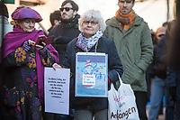 """Mehrere hundert Menschen demonstrierten am Samstag den 8. Februar 2020 in Berlin unter dem Motto """"Wir haben Platz!"""" fuer die Aufnahme minderjaehriger Gefluechteter aus griechischen Fluechtlingslagern. Die Kinder leben dort unter unmenschlichen Bedingungen.<br /> Aufgerufen zu der Demonstration hatte das Buendnis #seebruecke.<br /> Im Bild: Die Menschenrechtsaktivistin Irmela Mensah-Schramm.<br /> 8.2.2020, Berlin<br /> Copyright: Christian-Ditsch.de<br /> [NUR FUER REDAKTIONELLE ZWECKE! Werbung nur auf Anfrage beim Fotografen. Inhaltsveraendernde Manipulation des Fotos nur nach ausdruecklicher Genehmigung des Fotografen. Vereinbarungen ueber Abtretung von Persoenlichkeitsrechten/Model Release der abgebildeten Person/Personen liegen nicht vor. NO MODEL RELEASE! Don't publish without copyright Christian-Ditsch.de, Veroeffentlichung nur mit Fotografennennung, sowie gegen Honorar, MwSt. und Beleg. Konto: I N G - D i B a, IBAN DE58500105175400192269, BIC INGDDEFFXXX, Kontakt: post@christian-ditsch.de<br /> Bei der Bearbeitung der Dateiinformationen darf die Urheberkennzeichnung in den EXIF- und  IPTC-Daten nicht entfernt werden, diese sind in digitalen Medien nach §95c UrhG rechtlich geschuetzt. Der Urhebervermerk wird gemaess §13 UrhG verlangt.]"""