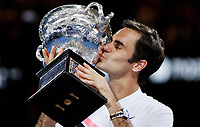 MELBOURNE,AUSTRALIA,28.JAN.18 - TENNIS - ATP World Tour, Grand Slam, Australian Open. Image shows Roger Federer (SUI). Keywords: trophy. Photo: GEPA pictures/ Matthias Hauer / Copyright : explorer-media