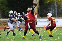 Quarterback der Crusaders wirft einen Touchdownpass