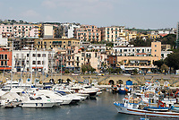 ITA, Italien, Kampanien, Neapel: Hafen von Pozzuoli, hier legen die Faehren der Reedereien Medmar und Caremar nach Ischia und Procida ab | ITA, Italy, Campania, Naples, subburg Pozzuoli: harbour and starting point of ferries to Ischia and Procida
