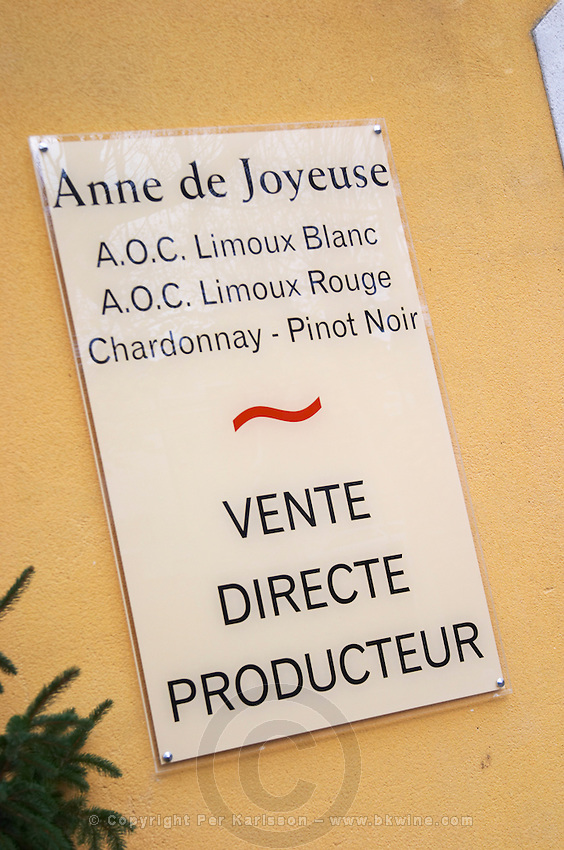 Anne de Joyeuse AOC Limoux. Chardonnay, Pinot Noir. Town of Limoux. Limoux. Languedoc. The wine shop and tasting room. France. Europe.