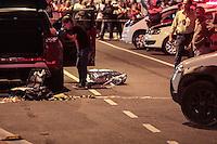 SÃOPAULO,SP, 30.03.2016 - CRIME-SP - Duas pessoas foram baleadas na Avenida Joaquina Ramalho no bairro de Vila Guilherme na tarde desta quarta-feira (30). Segundo informações uma vítima morreu no local e outra levada para um hospital da região. ( Foto : Marcio Ribeiro / Brazil Photo Press)