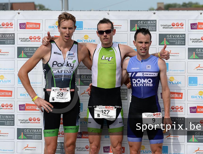 Kortrijk : 1/4 Duathlon : Pieter Rijnders (midden) wint voor Julien Dequidt (links) en Glen Laurens (rechts)<br /> foto VDB / BART VANDENBROUCKE