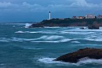 Europe/France/Aquitaine/64/Pyrénées-Atlantiques/Pays-Basque/Biarritz:  le Phare à la Pointe Saint-Martin par gros temps