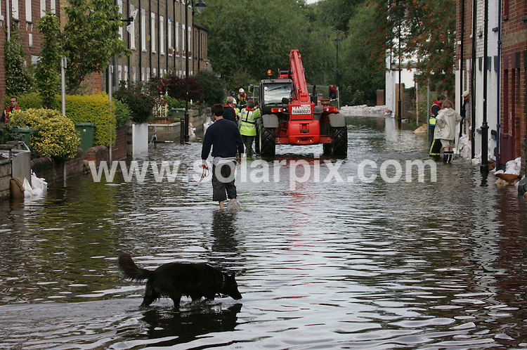 **ALL ROUND PICTURES FROM SOLARPIX.COM**.**NO UK NEWSPAPER PUBLICATION **UK MAGAZINE PUBLICATION ONLY** AND NO PUBLICATION IN FRANCE, SCANDINAVIA, AUSTRALIA AND GERMANY** .Fresh floods have hit Oxford while residents further along the River Thames have been warned that water levels are likely to peak later. .Homes were evacuated in Oxford overnight while places including Reading, Henley and Caversham are braced for similar flooding. .JOB REF:  4379   SFE       DATE: 14.02.07.**MUST CREDIT SOLARPIX.COM OR DOUBLE FEE WILL BE CHARGED* *UNDER NO CIRCUMSTANCES IS THIS IMAGE TO BE REPRODUCED FOR ANY ONLINE EDITION WITHOUT PRIOR PERMISSION*