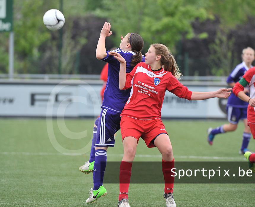 AA Gent Ladies U16 - RSC Anderlecht : duel tussen Shauny Polfliet (links) en Marthe Carton.foto DAVID CATRY / Nikonpro.be
