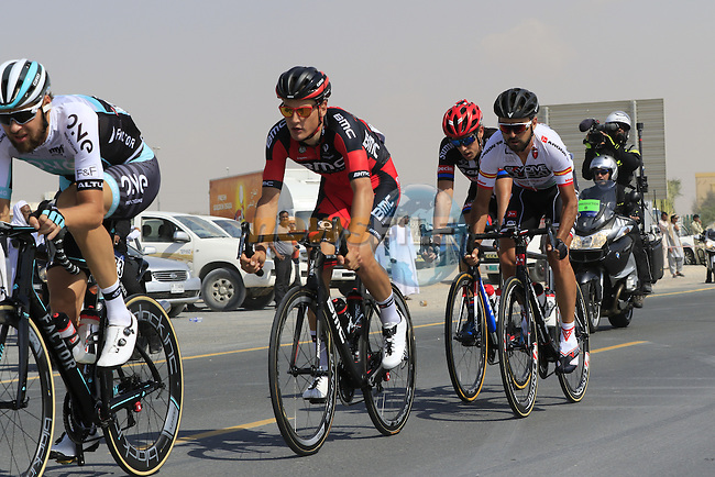 The breakaway group pass through Al Marmoom during Stage 2, the Nakheel Stage, of the 2016 Dubai Tour starting at the Dubai International Marine Club and running 188km to Palm Jumeirah Atlantis, Dubai, United Arab Emirates. 4th February 2016.<br /> Picture: Eoin Clarke | Newsfile<br /> <br /> <br /> All photos usage must carry mandatory copyright credit (&copy; Newsfile | Eoin Clarke)