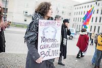 """Kundegbung am Samstag den 23. November 2019 in Berlin gegen den rechten Putsch in Bolivien gegen den gewaehlten indigenen Praesidenten Evo Morales. An der Kundegebung nahmen auch Exil-Bolivianerinnen und Bolivianer teil. Sie protestierten gegen das Massaker an der indigenen Bevoelkerung in der Stadt El Alto, forderten den Ruecktritt der selbsternannten Praesidentin Jeanine Anez und ein Ende der Militaereinsaetze gegen die indigene Bevoelkerung.<br /> Im Bild: Eine Kundegungsteilnehmerin haelt ein Schilt mit der spanischen Aufschrift """"Ich verurteile den Putsch in Boliven"""".<br /> 23.11.2019, Berlin<br /> Copyright: Christian-Ditsch.de<br /> [Inhaltsveraendernde Manipulation des Fotos nur nach ausdruecklicher Genehmigung des Fotografen. Vereinbarungen ueber Abtretung von Persoenlichkeitsrechten/Model Release der abgebildeten Person/Personen liegen nicht vor. NO MODEL RELEASE! Nur fuer Redaktionelle Zwecke. Don't publish without copyright Christian-Ditsch.de, Veroeffentlichung nur mit Fotografennennung, sowie gegen Honorar, MwSt. und Beleg. Konto: I N G - D i B a, IBAN DE58500105175400192269, BIC INGDDEFFXXX, Kontakt: post@christian-ditsch.de<br /> Bei der Bearbeitung der Dateiinformationen darf die Urheberkennzeichnung in den EXIF- und  IPTC-Daten nicht entfernt werden, diese sind in digitalen Medien nach §95c UrhG rechtlich geschuetzt. Der Urhebervermerk wird gemaess §13 UrhG verlangt.]"""