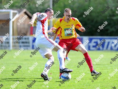 2011-04-10 / Voetbal / seizoen 2010-2011 / KSV Bornem - KFC Izegem / Glenn Labie (L, Izegem) met Robin Praet..Foto: Mpics