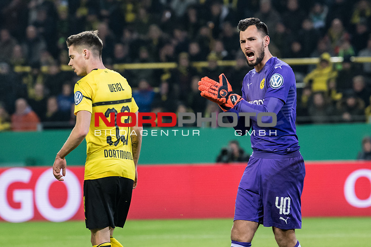05.02.2019, Signal Iduna Park, Dortmund, GER, DFB-Pokal, Achtelfinale, Borussia Dortmund vs Werder Bremen<br /><br />DFB REGULATIONS PROHIBIT ANY USE OF PHOTOGRAPHS AS IMAGE SEQUENCES AND/OR QUASI-VIDEO.<br /><br />im Bild / picture shows<br />Julian Weigl (Dortmund #33), Eric Oelschlägel / Oelschlaegel (Dortmund #40), <br /><br />Foto © nordphoto / Ewert