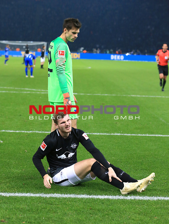 03.11.2018, OLympiastadion, Berlin, GER, DFL, 1.FBL, Hertha BSC VS. RB Leipzig, <br /> DFL  regulations prohibit any use of photographs as image sequences and/or quasi-video<br /> <br /> im Bild Rune Jarstein (Hertha BSC Berlin #22), Timo Werner (RB Leipzig #11) verletzt<br /> <br />       <br /> Foto &copy; nordphoto / Engler